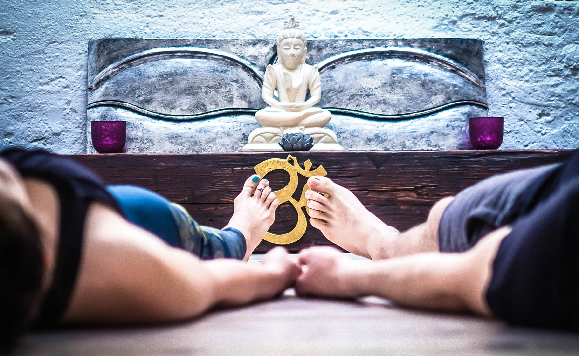 Übe Meditation und erlebe die Kraft, wenn Gefühl und Gedanke Hand in Hand gehen